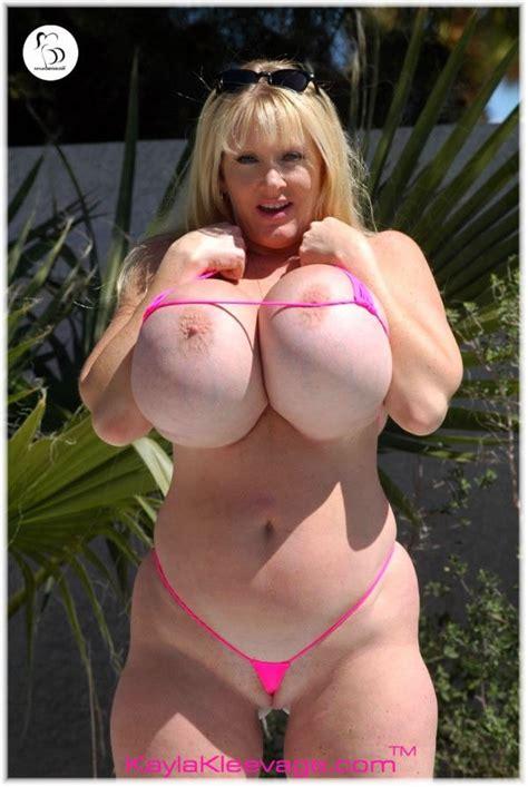 kayla kleevage in bikini jpg 600x896